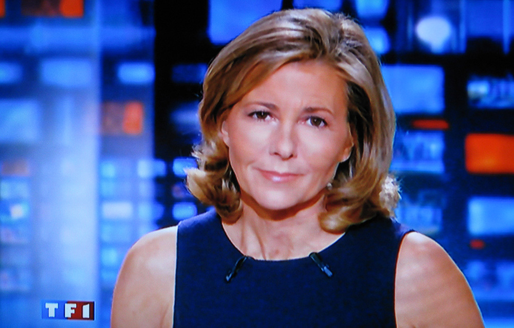 http://img46.xooimage.com/files/0/7/5/claire-chazal-jou...-sourire-1deed2e.jpg